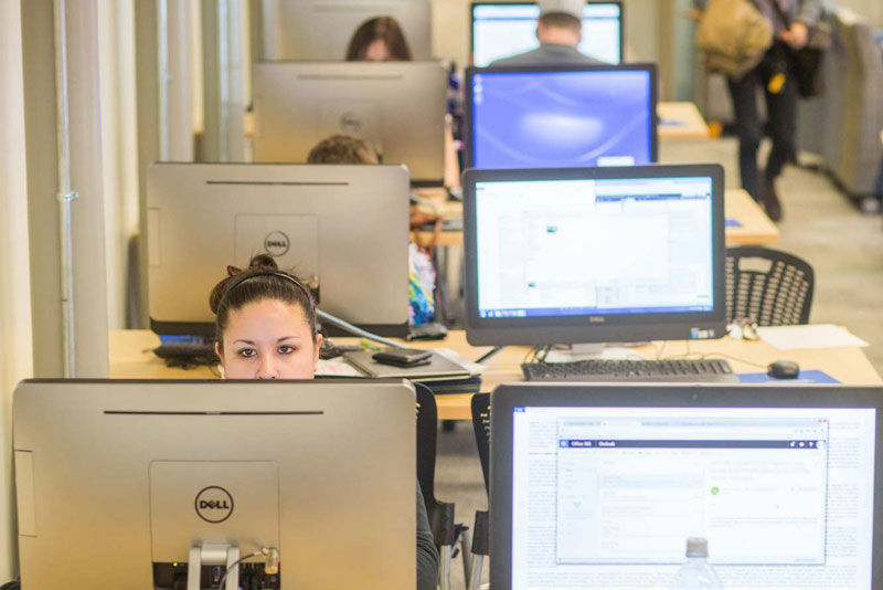 unh manchester students in the computer lab