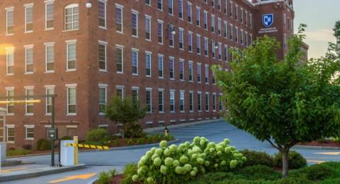 exterior of UNH Manchester