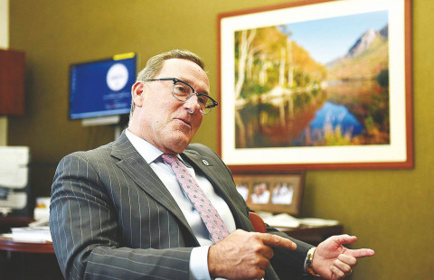 Joe Reilly, former New Hampshire regional president of Eastern Bank, will receive this year's Granite State Award