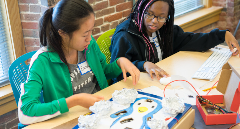 Students get hands-on experience in science, computing and mathematics at the UNH STEM Discovery Lab
